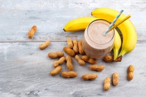 Φτιάξτε ενεργειακό ποτό με μπανάνα και φυστικοβούτυρο